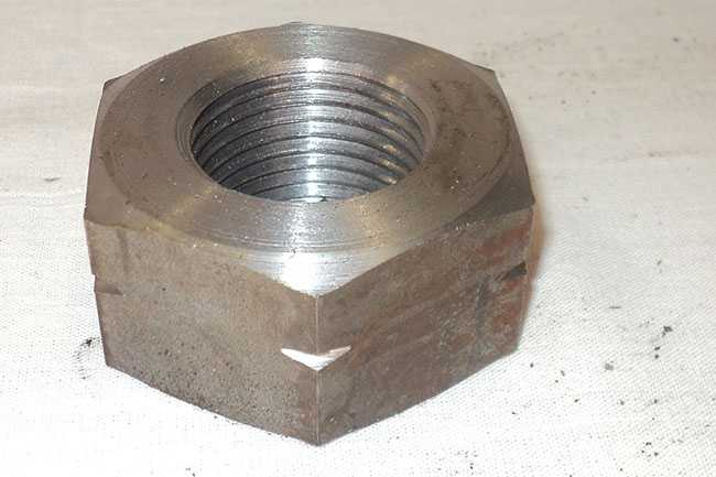 Nut left shaft